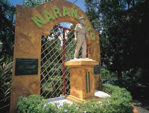 Monumento Trovador Naranjiteño